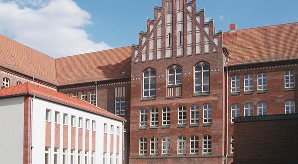 Gesamtschule Wirthstraße mit Turnhalle